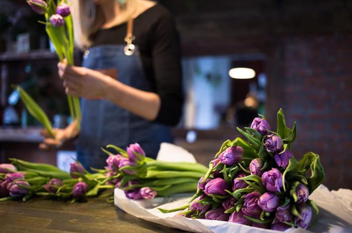 Какие цветы дарить в октябре в Москве?